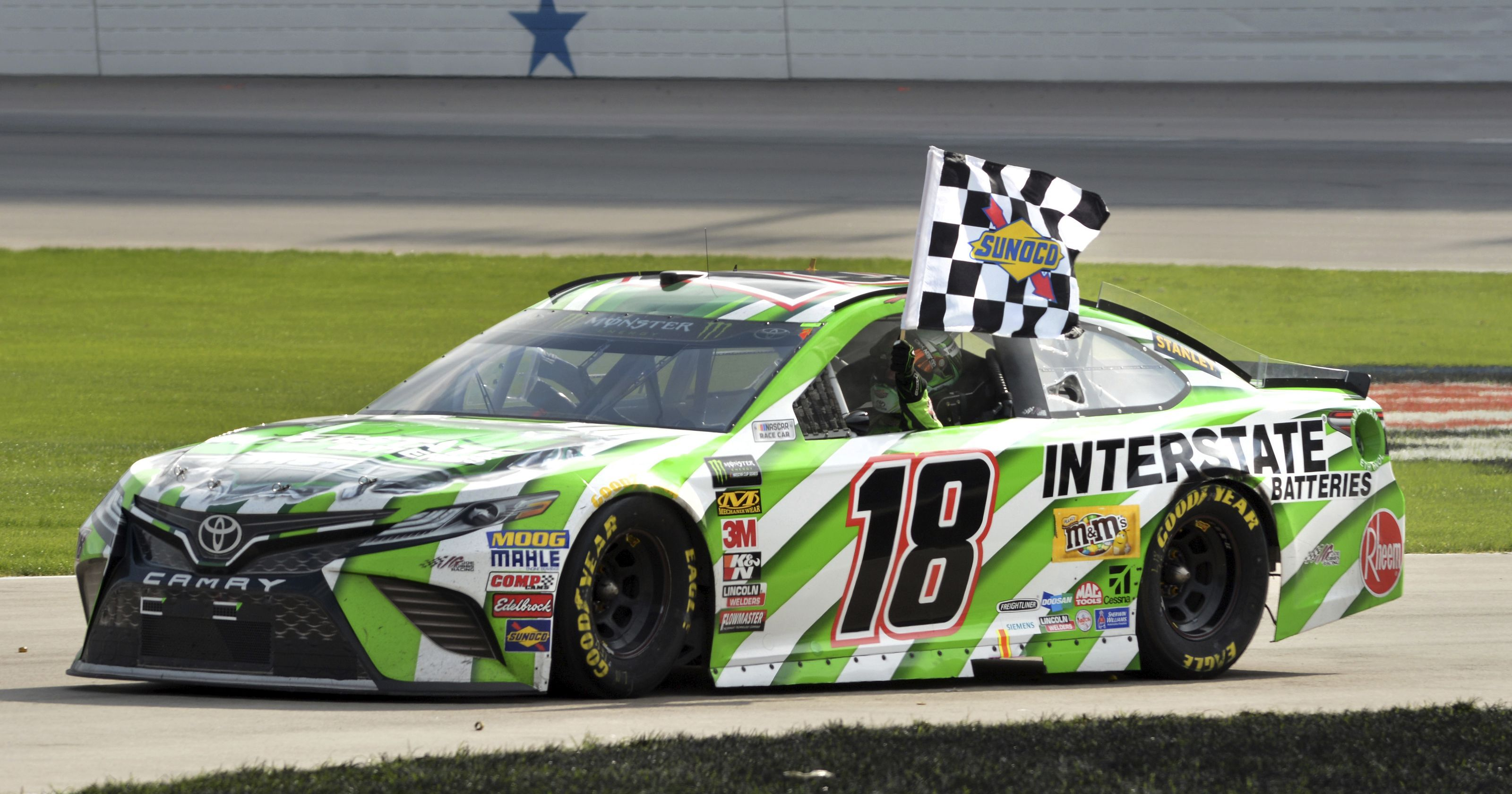Kyle busch takes first checkered flag of 2018 at texas motor speedway - Pictures of kyle busch s car ...