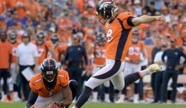 Brandon McManus kicks a game-winning field goal to help the Denver Broncos beat the Oakland Raiders 20-19 on Sunday. (Image: Kirby Lee/USA Today Sports)