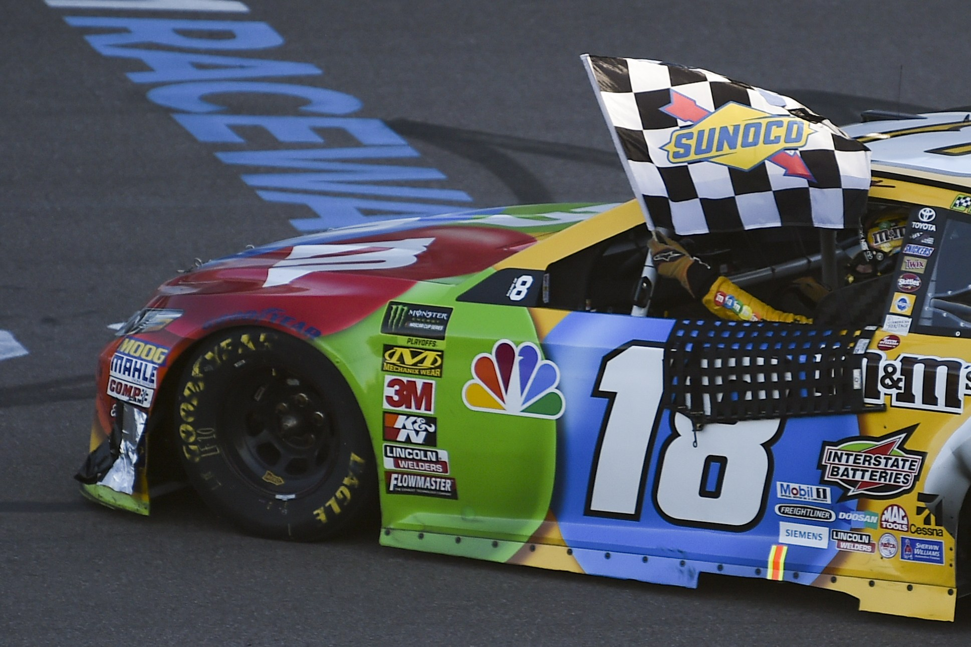 Kyle Busch Wins in Phoenix, Joins Harvick, Logano, and Truex in NASCAR Championship 4