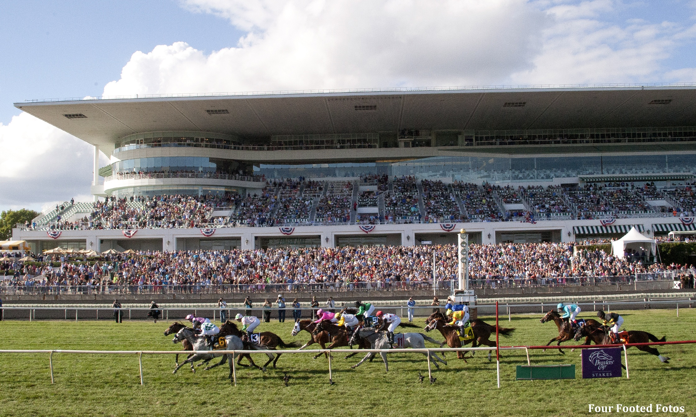 Illinois, Virginia Look to Historical Horse Racing for Slot