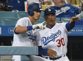 Dave Roberts, manager of the Dodgers, advises Clay Bellinger during a game in Los Angeles. (Image: Richard Mackson/USA Today)