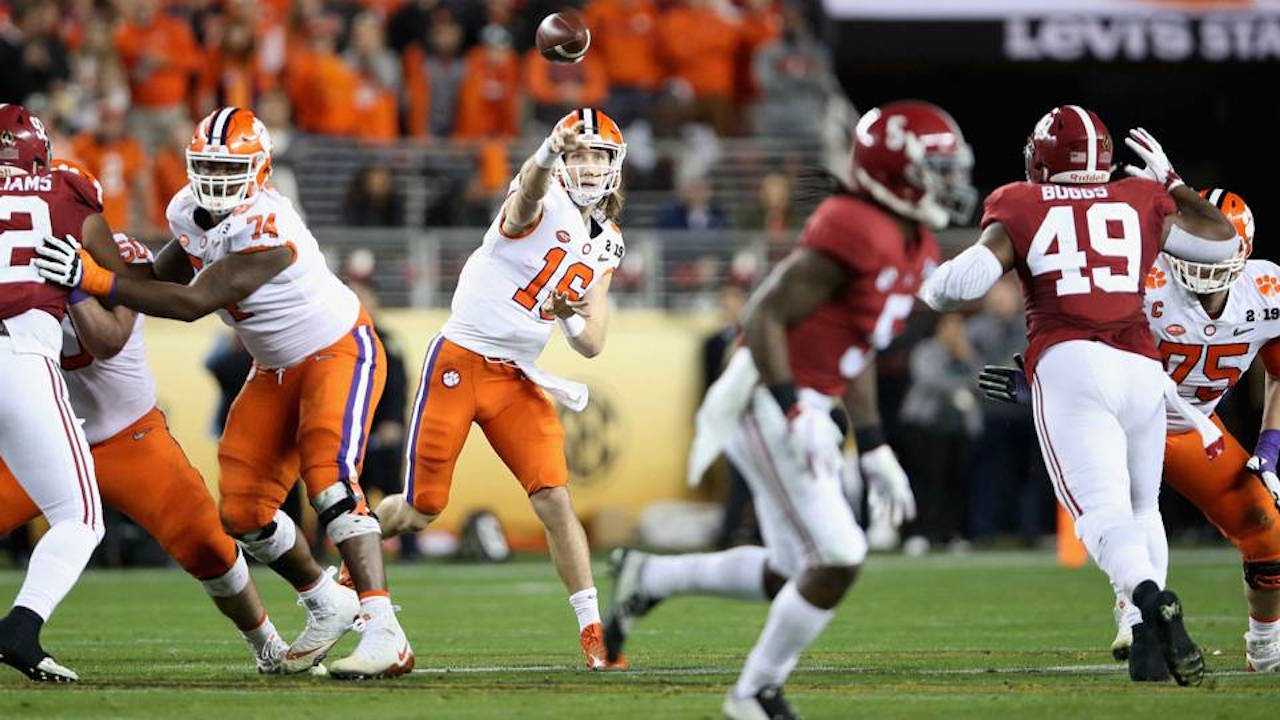 Oddsmakers Believe Trevor Lawrence will Outduel Tua