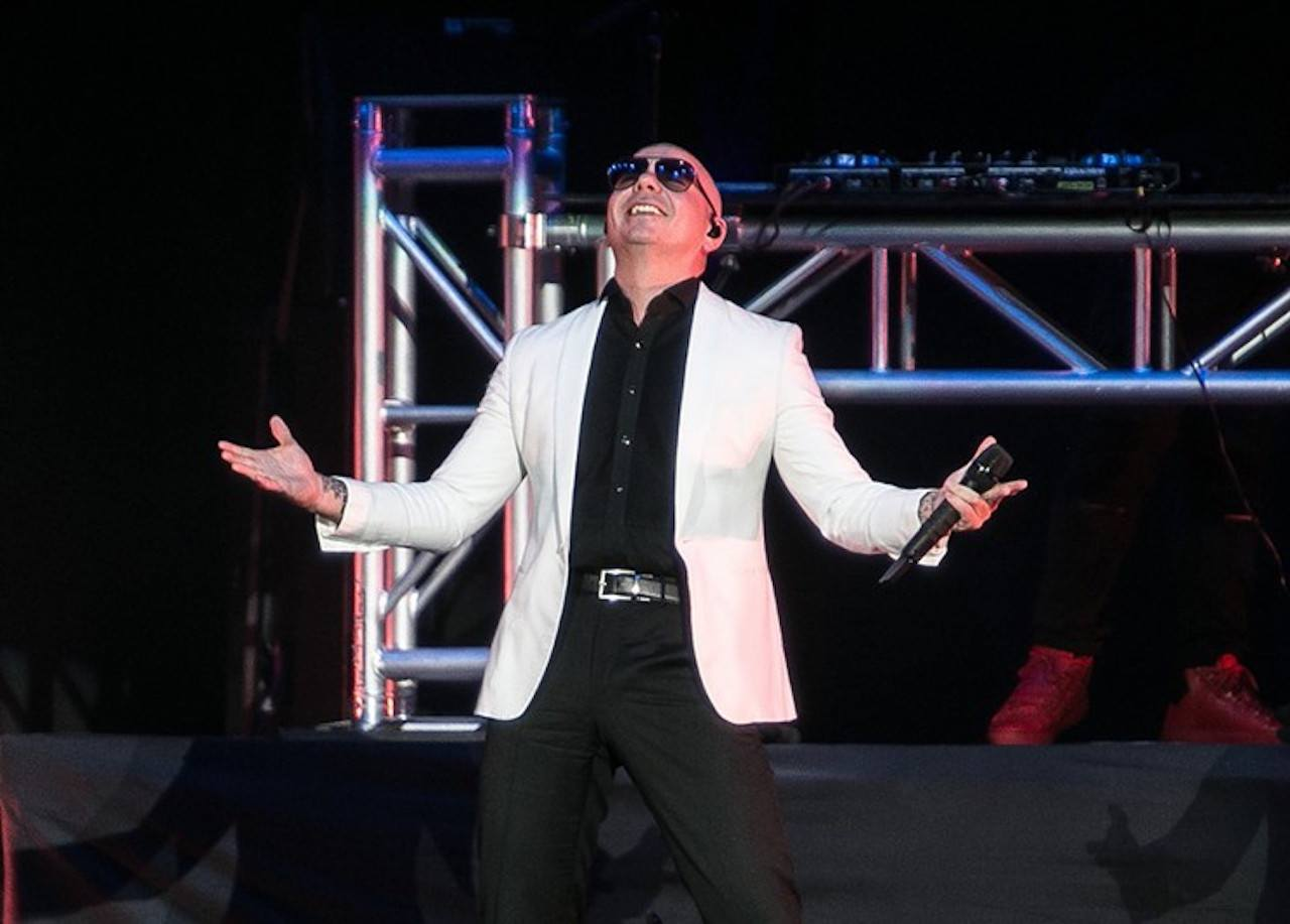 Oddsmakers Believe Pitbull will Play at 2020 Super Bowl Halftime Show
