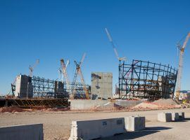 Las Vegas Stadium is beginning to take shape, but one local vlogger is reporting that weather delays could threaten the arena's August 2020 opening date. (Image: Christopher DeVargas/Las Vegas Sun)