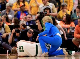 Baylor coach Kim Mulkey attends to junior forward Lauren Cox (15) after she injured her knee in the championship game against Notre Dame in Tampa, Florida. (Image: Getty)