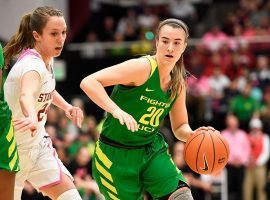 Oregon's Sabrina Ionescu drives to the basketball against Stanford in Palo Alto, CA. (Image: Jordan Naholowa'a Murph/SI)