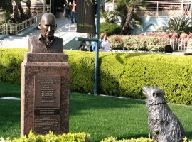 Statue of trainer Charlie Whittingham. His racing wisdom still applies. (Image: Santa Anita)