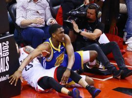 Kevon Looney, center for the Golden State Warriors, injured himself in the first quarter of Game 2 of the NBA Finals against the Toronto Raptors in Toronto, Canada. (Image: Porter Lambert/Getty)