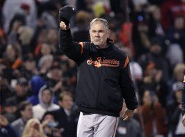 San Francisco Giants manager acknowledges the crowd in Boston after notching his 2,000 the victory. (Image: Charles Krupa/AP)