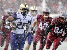 Washington running back Salvon Ahmed (26) evades Washington State defenders in the snow during UW's victory in the 2018 Apple Cup in Pullman, WA. (Image: James Snook/USA Today Sports)
