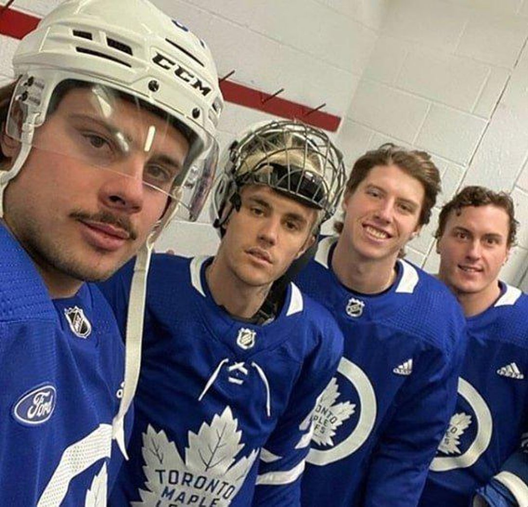 Justin Bieber hockey