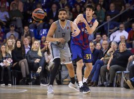 Barcelona forward Leandro Bolmaro (right) passes against a defender on Asvel Villeurbane in EuroLeague action. (Image: Pablo Morano/Getty)