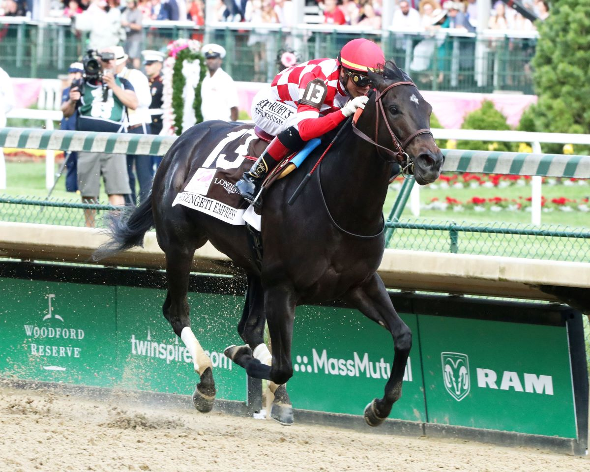 Serengeti Empress Winning Kentucky Oaks