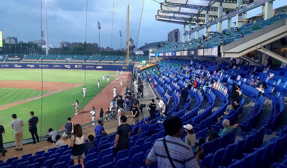 CPBL fans baseball Taiwan
