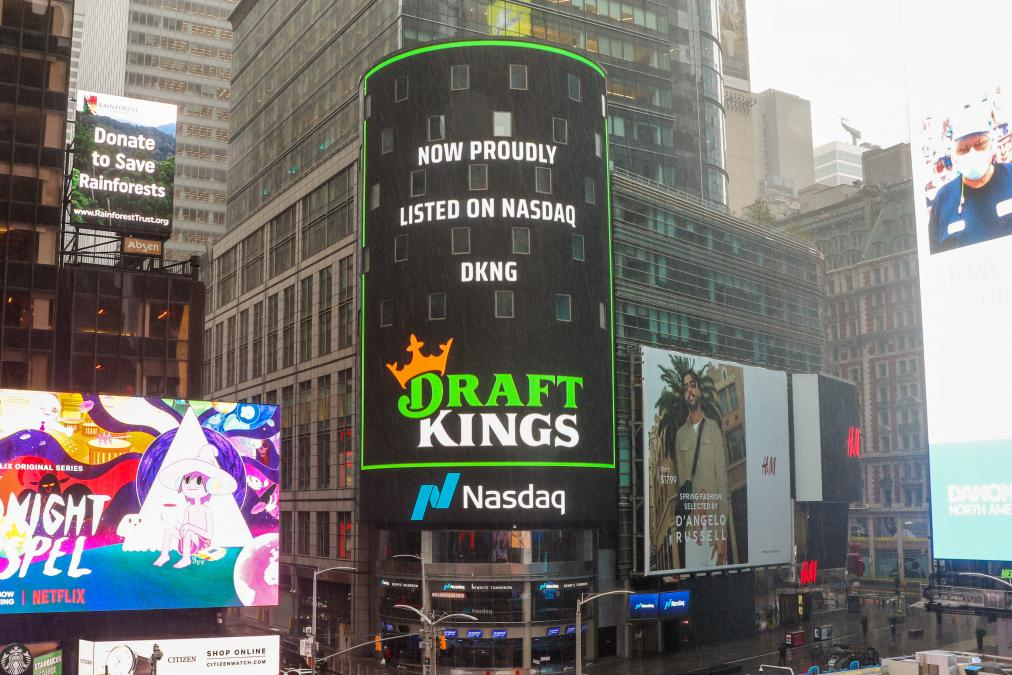 Sportsbook DraftKings lists on the stock exchange