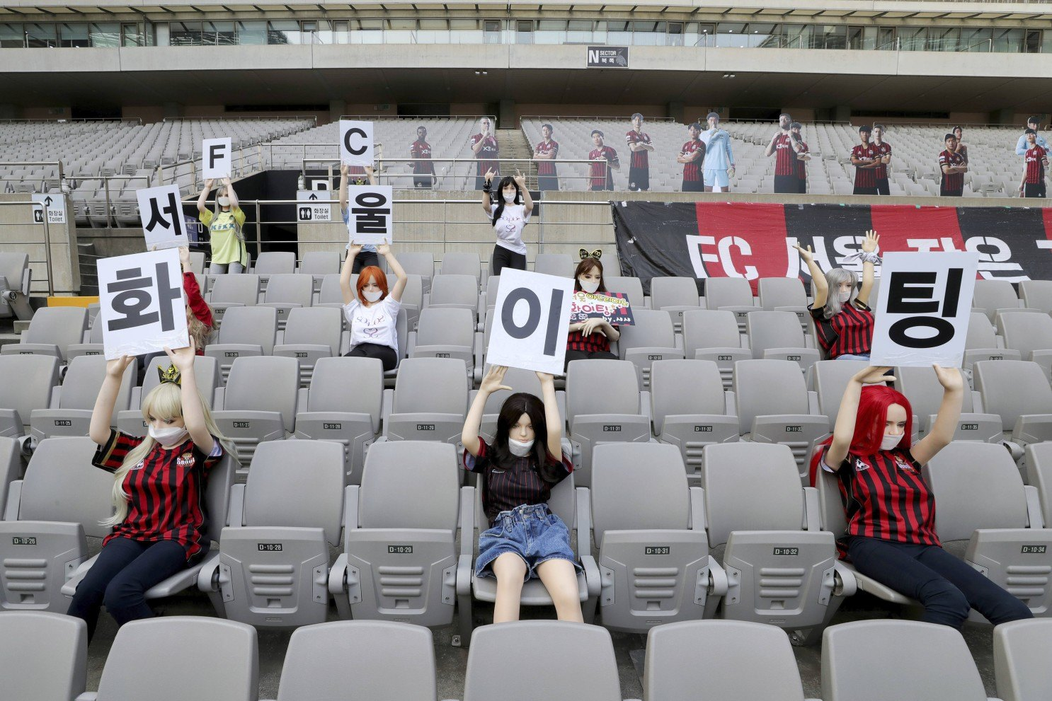 FC Seoul dressed sex dolls in home team colors in an attempt to create more of a home advantage.