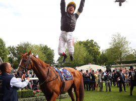 Hitting a profitable bet at Royal Ascot could make you leap for joy like Frankie Dettori did after winning the Gold Cup aboard Stradivarius last year. Value bettors worldwide have access to the Royal Ascot World Pool through the Tote. (Image: Bryn Lennon/Getty)