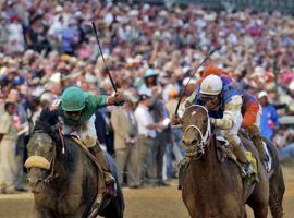 At 50/1, Giacomo (left) fended off 71/1 Closing Argument to win the 2005 Kentucky Derby. Lucky/savvy superfecta bettors cashed a $432,127 ticket. (Image: James Crisp/AP)
