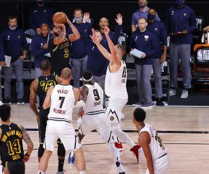 Anthony Davis AD shot buzzer beater 3-pointer Lakers Denver Nuggets