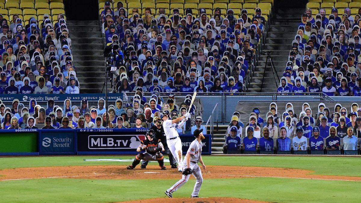 Guntingan Karton Stadion Dodger