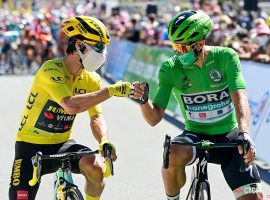 Primoz Roglic (Jumbo-Visma) and Peter Sagan (Bora–Hansgrohe) in Stage 10. (Image: Cor Vos/Cycling Tips)