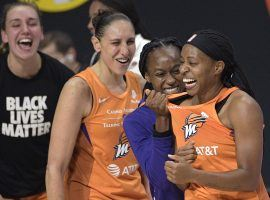 The Phoenix Mercury advanced to the second round of the WNBA playoffs thanks to a buzzer beater by Shey Peddy (right) on Tuesday. (Image: Phelan M. Ebenhack/AP)