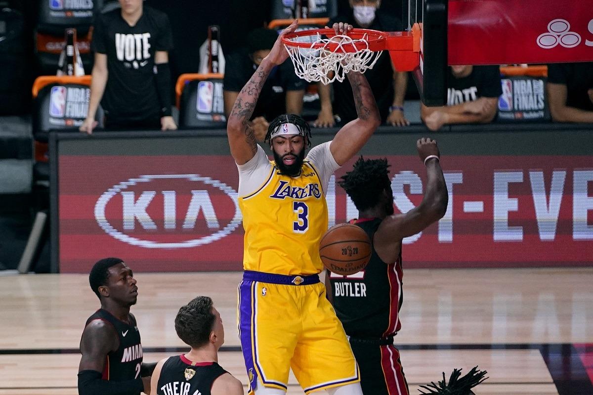 Anthony Davis LA Lakers Miami Heat Pertandingan 1 Final NBA