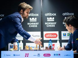 Magnus Carlsen (left) overpowered Aryan Tari (right) to grab a win in Round 8 and take the lead at Norway Chess. (Image: Lennart Ootes/Altibox Norway Chess)