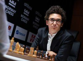 Fabiano Caruana started strong at Norway Chess, beating Aryan Tari with Black in his Round 1 game. (Image: Lennart Ootes/Altibox Norway Chess)