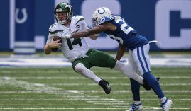 Indy Colts CB Kenny Moore sacks Sam Darnold, the QB of the winless NY Jets. (Image: Zach Bollinger/AP)