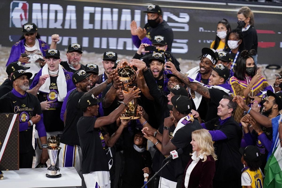 Miami Heat LA Lakers memenangkan kejuaraan NBA LeBron James MVP
