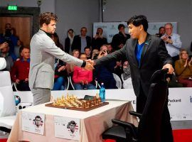 Magnus Carlsen (left) will face Wesley So (right) in the final of the Skilling Open. (Image: AFP)