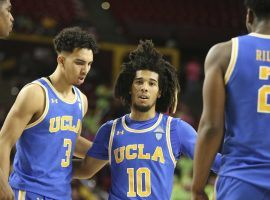 UCLA point guard Tyger Campbell gathers Chris Smith (3) and Cody Riley (2). (Image: Darryl Webb/AP)