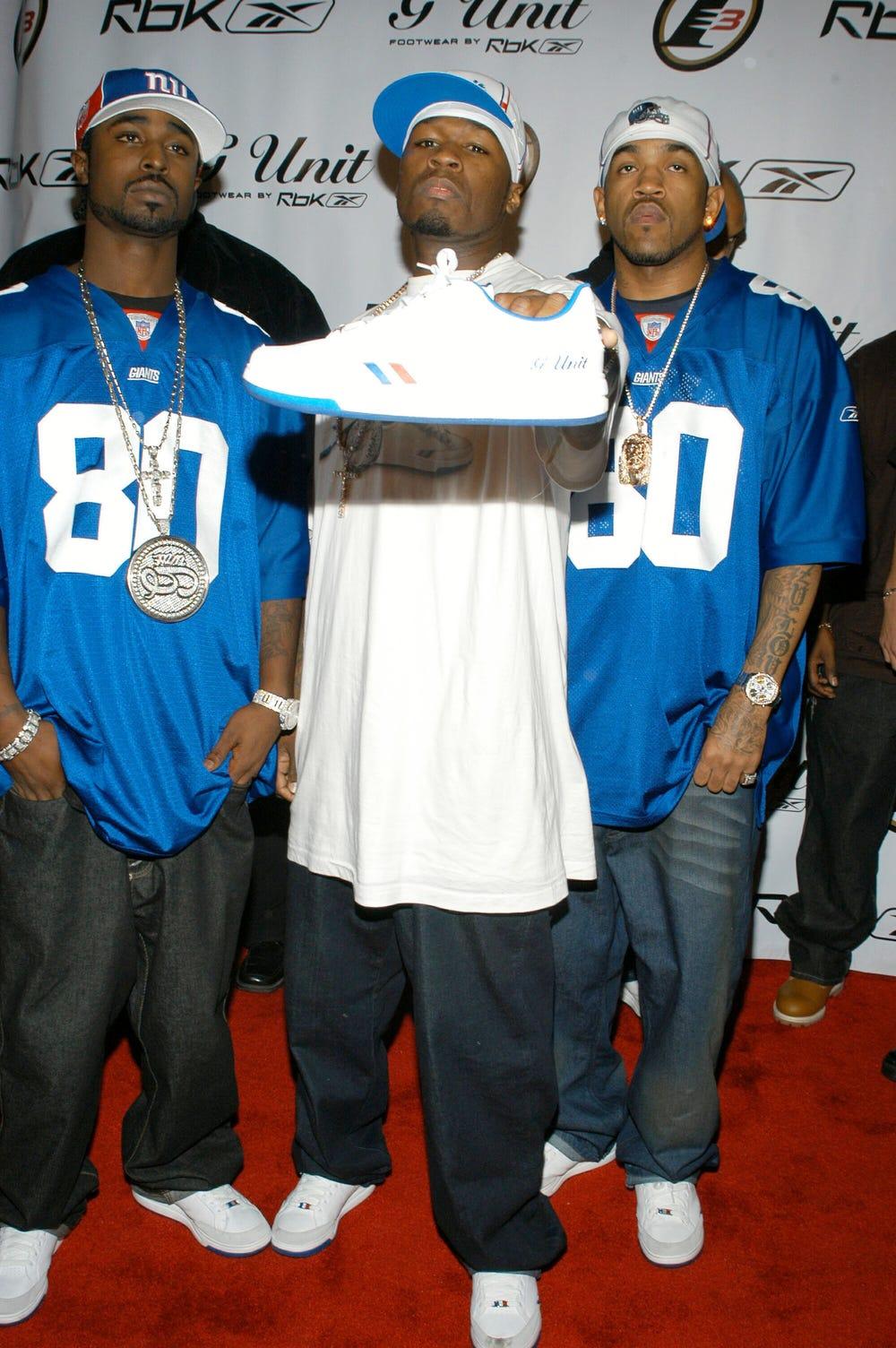 50 Cent menandatangani kesepakatan dengan Reebok, tidak lama sebelum penjualannya ke Adidas.