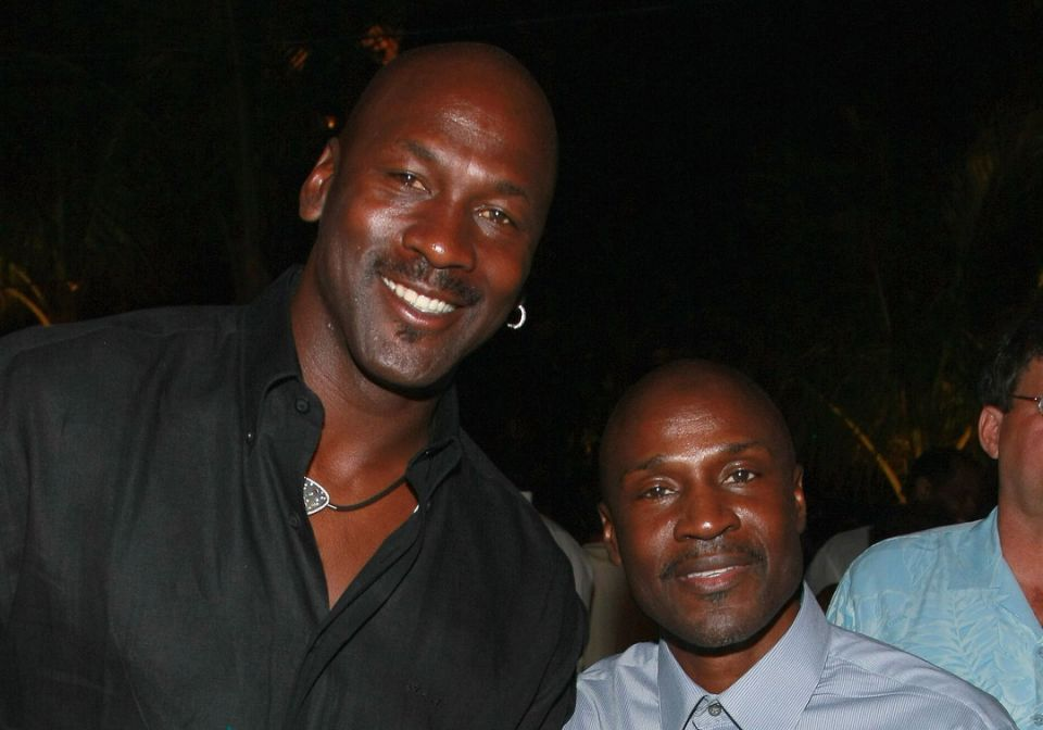 Sebuah penelitian mengatakan GOAT cenderung memiliki kakak, seperti kakak Michael Jordan, Larry.  Yordania.