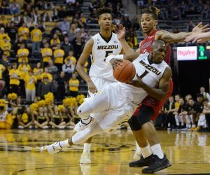 No. 13 Missouri men's basketball is on pause this weekend after an undisclosed number of positive COVID-19 tests within the team. Mizzou's Saturday evening game vs. SEC rival LSU is off. (Image: AP)