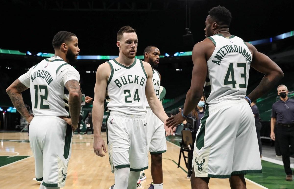 Milwaukee Bucks kalah beruntun dari Greek Freak Jrue Holiday Pat Connaughton