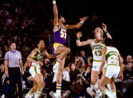LA Lakers center Kareem Abdul-Jabbar shoots a sky hook over Jack Sikma of the Seattle Supersonics. (Image: Getty)