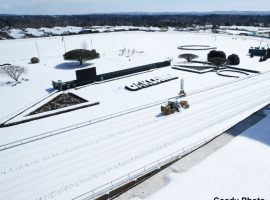 Unfortunately, there is no morning line on the snowplows at Oaklawn Park. The Arkansas track lost eight days of racing over two weekends to the winter storms. The snowplows (Image: Coady Photography)