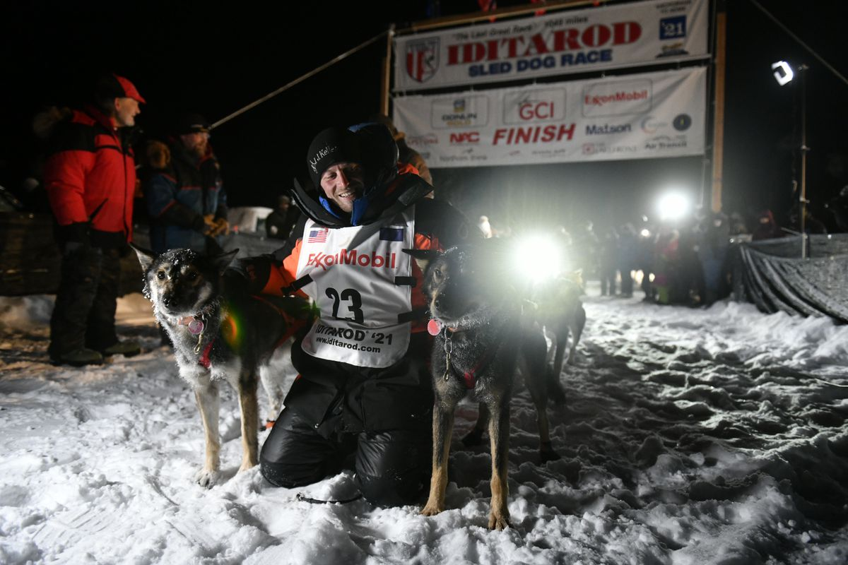 Dallas Seavey North Gamble lead dogs 2021 Iditarod champion 5-time