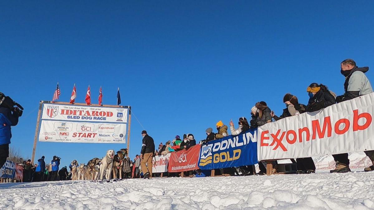 2021 Perlombaan kereta luncur anjing Iditarod Alaska dimulai di Deshka Landing