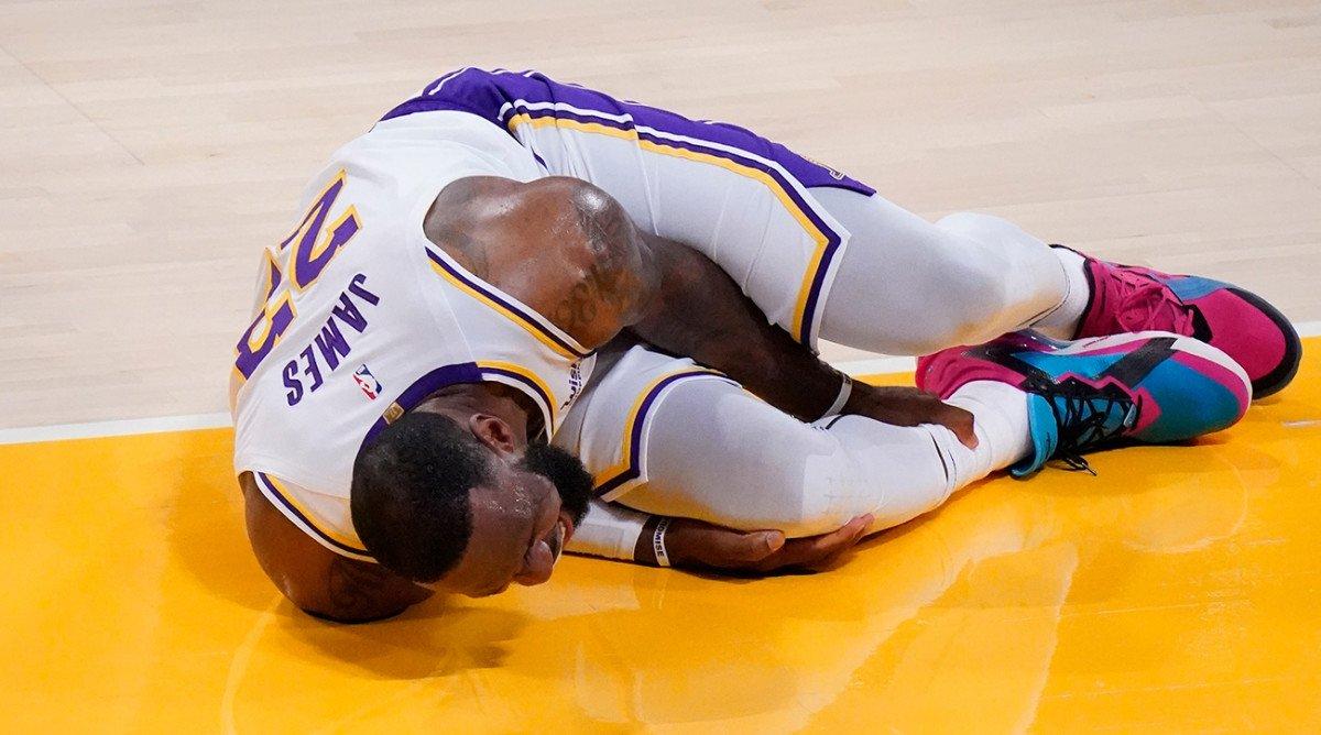 LA Lakers LeBron James injury ankle