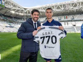 Juventus striker Christian Ronaldo receiving his special jersey (Image: Juventus)