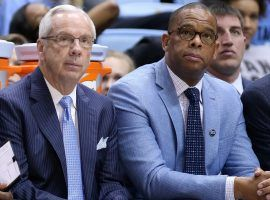 Roy Williams and Hubert Davis (right) sitting on the North Carolina bench during a game in 2020. (Image: Getty)