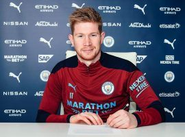 Kevin De Bruyne has signed a new contract at Manchester City. He'll stay at the club at least until 2025, when he'll be 33. Image: Twitter / @ManCity