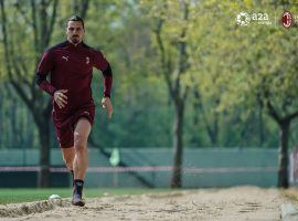 Zlatan Ibrahimovic training before the game against Benevento. (Image:  Twitter / @ACMilan)