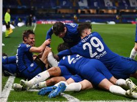 Chelsea's team celebrates Mason Mount's goal that gave the English club a 2-0 lead over Real Madrid in the return leg of the Champions League semifinals. (Image: Twitter / @ChelseaFC)