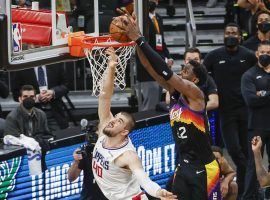 Deandre Ayton from the Phoenix Suns dunks an alley-oop from an inbounds play with less than a second remaining over Ivan Zubac of the LA Clippers in Game 2. (Image: Christian Petersen/Getty)
