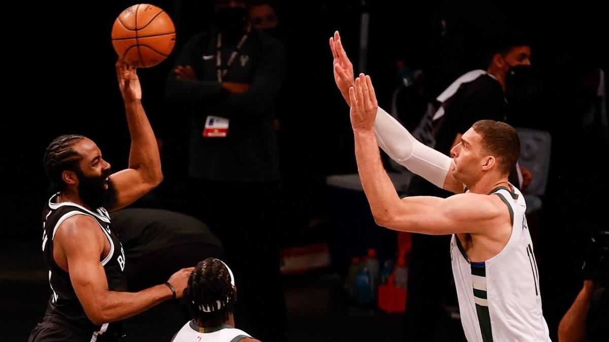 James Harden Hamstring Injury Game 1 Brooklyn Nets Milwaukee Bucks Playoff NBA
