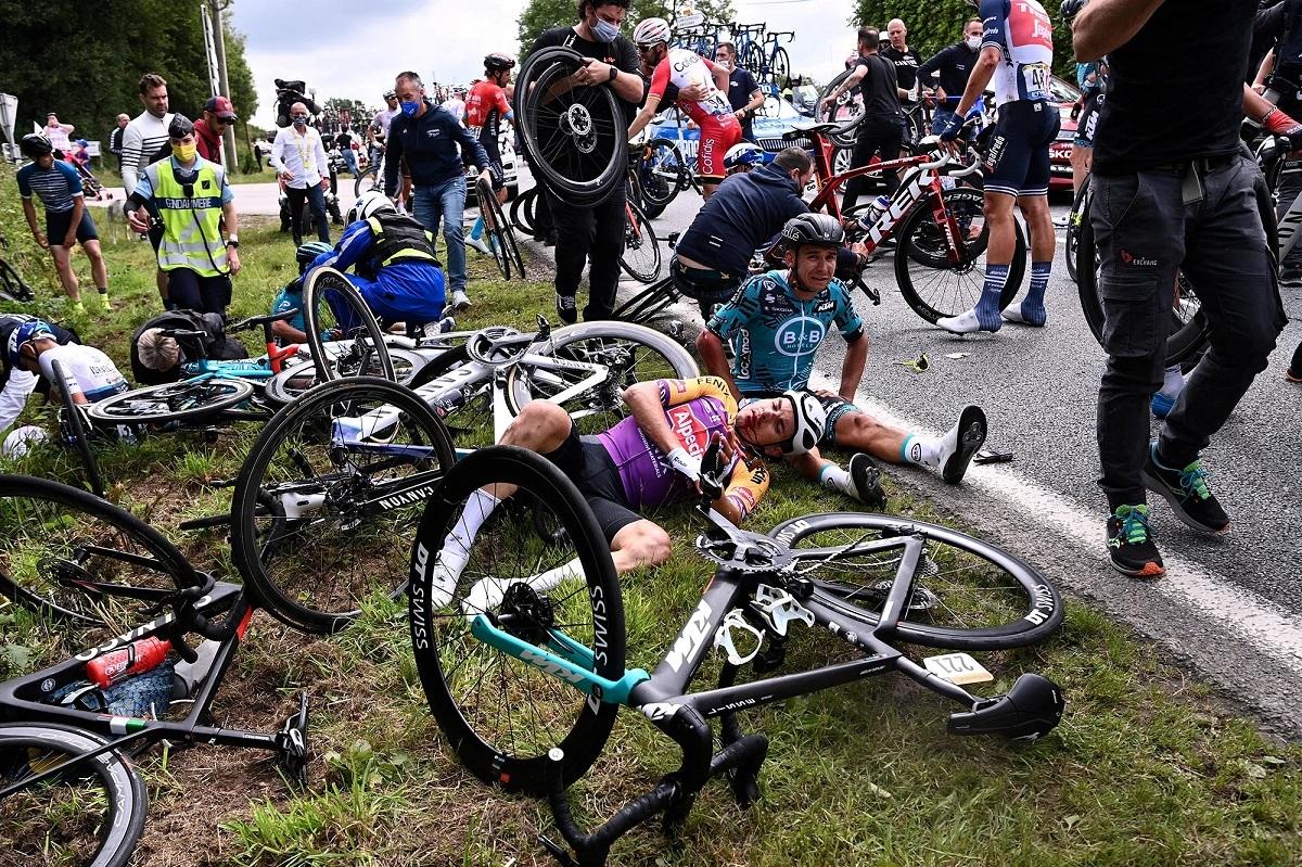 Stage 1 Tour de France 2021 Le Julian Alaphilippe crash